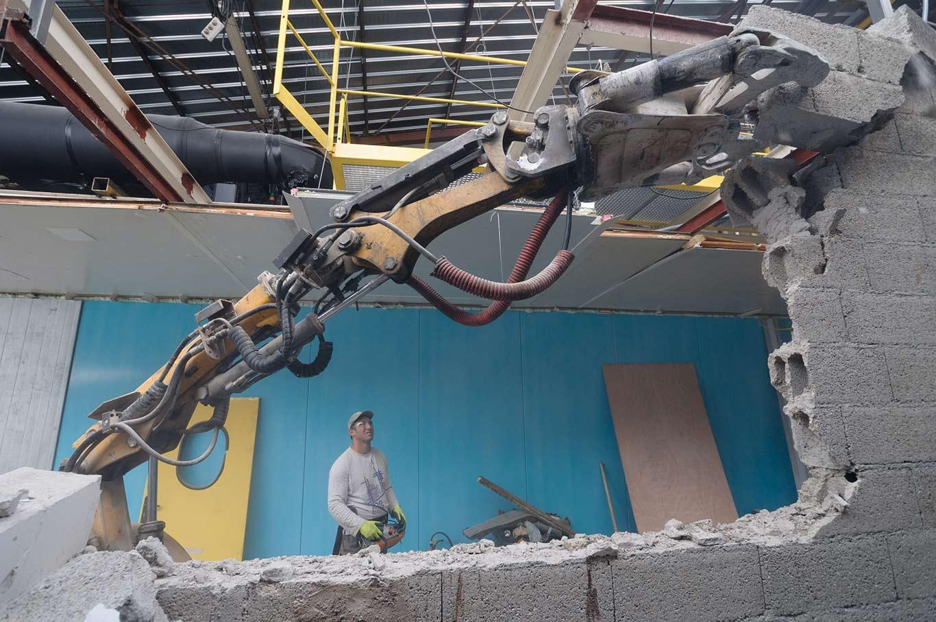 Démolition contrôlée par robot démolisseur